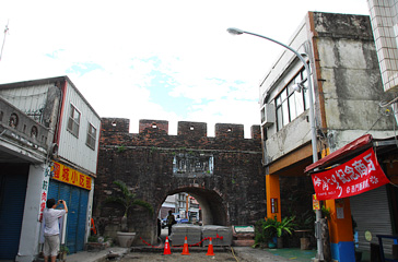 Hengchun Historical City south gate is the main entrance to enter the town