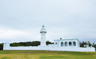 he white Eluanbi Lighhouse