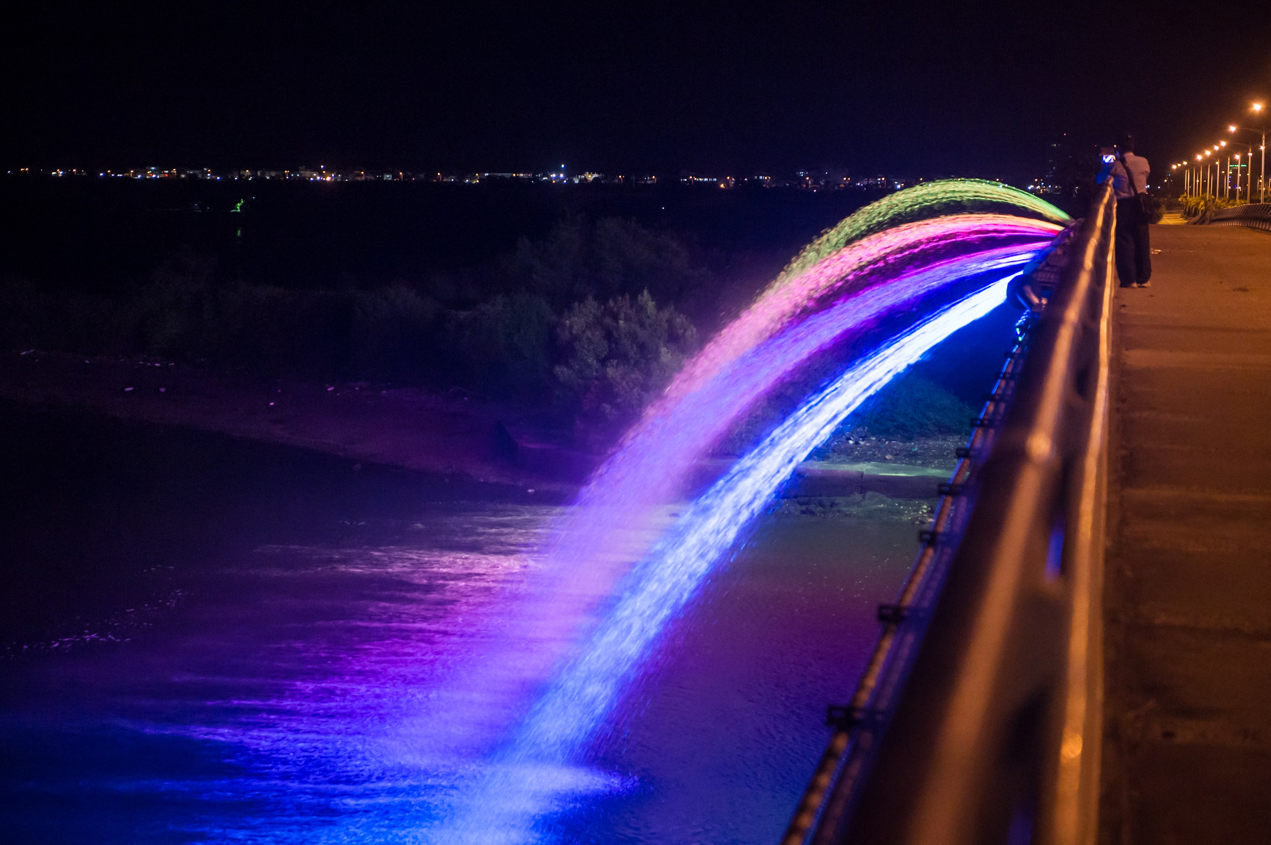 Rainbow Water Dance & Light Show of Sankong Bridge turns the bay into a tantalizing place