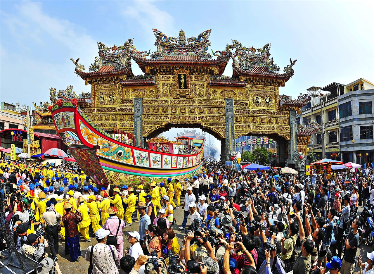Donglong Temple Gate