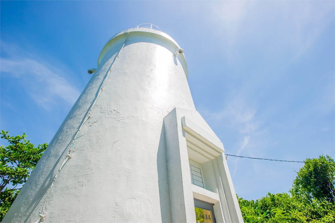 The lighthouse, in pure white color